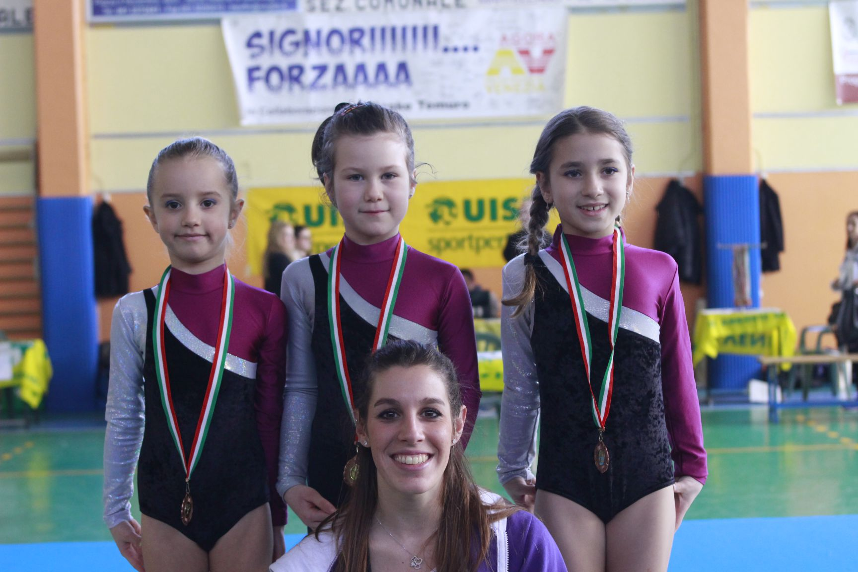 ginnastica-artistica-mestre-olimpia-gym-bambine-istruttrice
