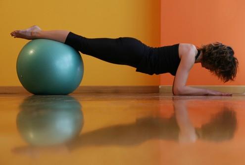 esercizio-pilates-palla-mestre
