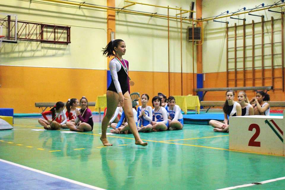 bambina-ginnasta-ginnastica-artistica-olimpia-gym-1
