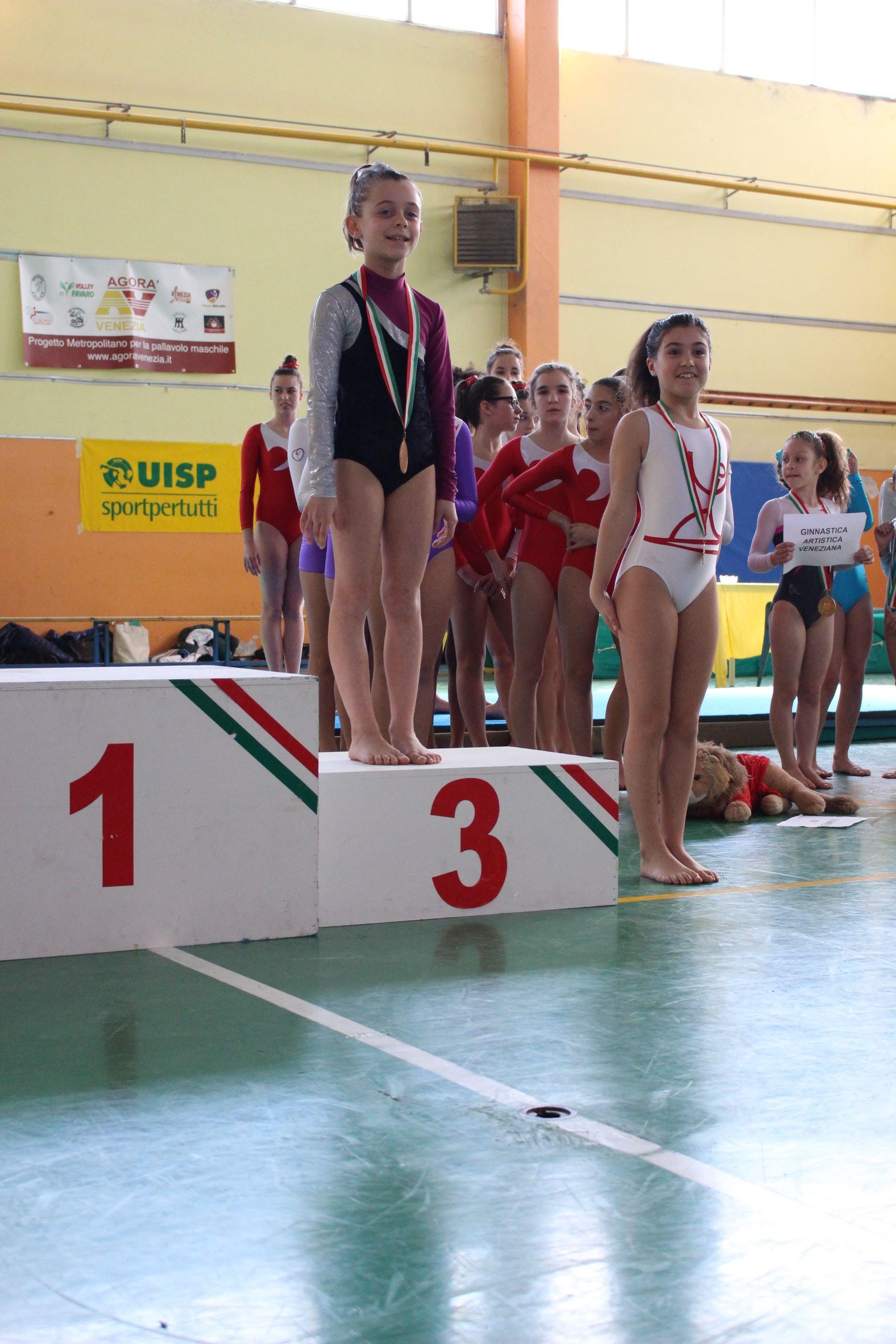bambina-podio-ginnastica-artistica-mestre